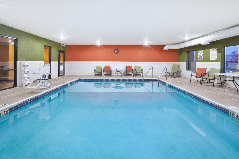 Pool Holiday Inn Express & Suites Circleville
