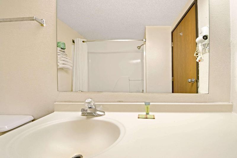 Room Super 8 By Wyndham Plano/dallas Area