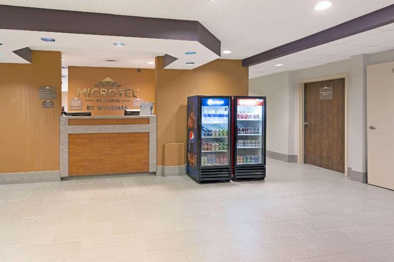 Lobby Microtel Inn & Suites By Wyndham Denver