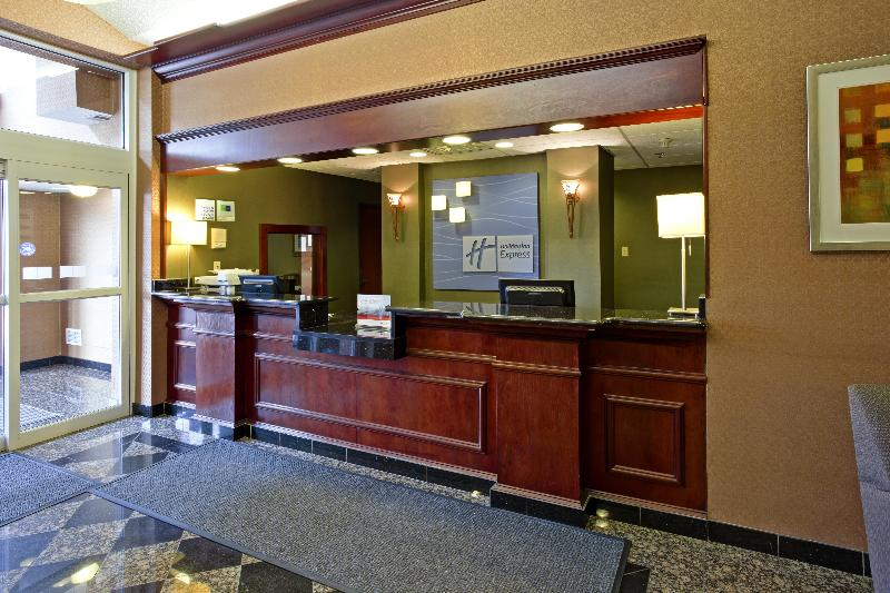 Lobby Holiday Inn Express & Suites Woodhaven