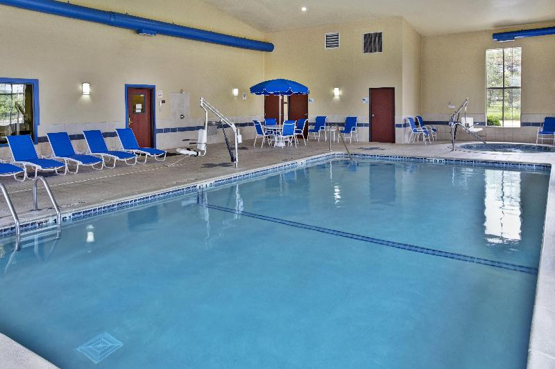 Pool Holiday Inn Express & Suites Woodhaven