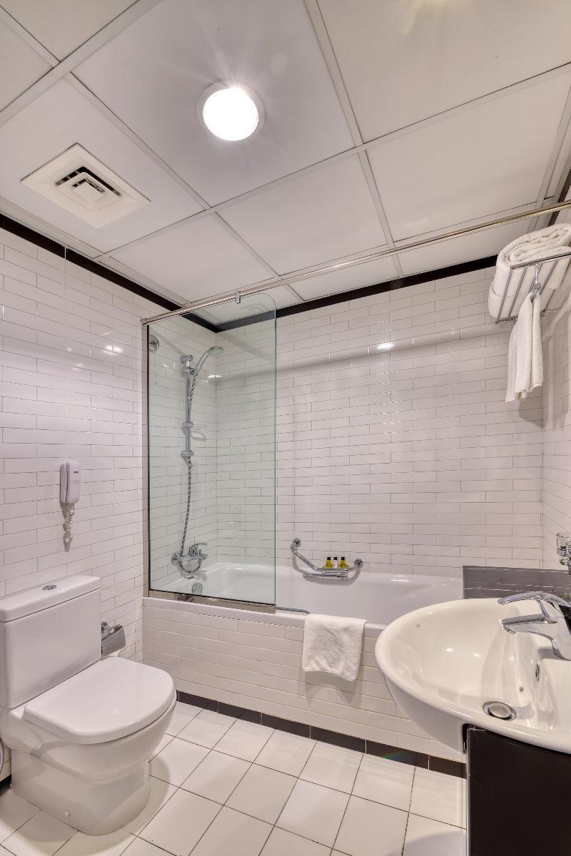Pearl Marina Hotel Apartments - Room - 8