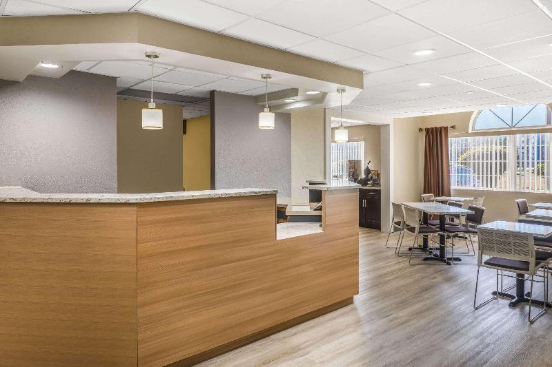 Lobby Microtel Inn & Suites By Wyndham Florence