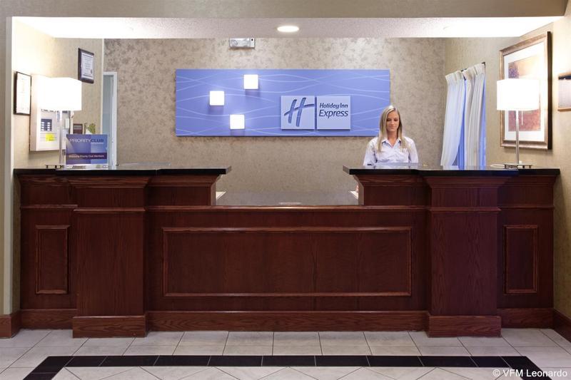 Lobby Holiday Inn Express Greeley
