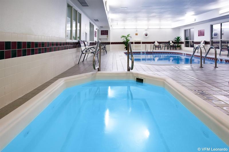 Pool Holiday Inn Express Greeley