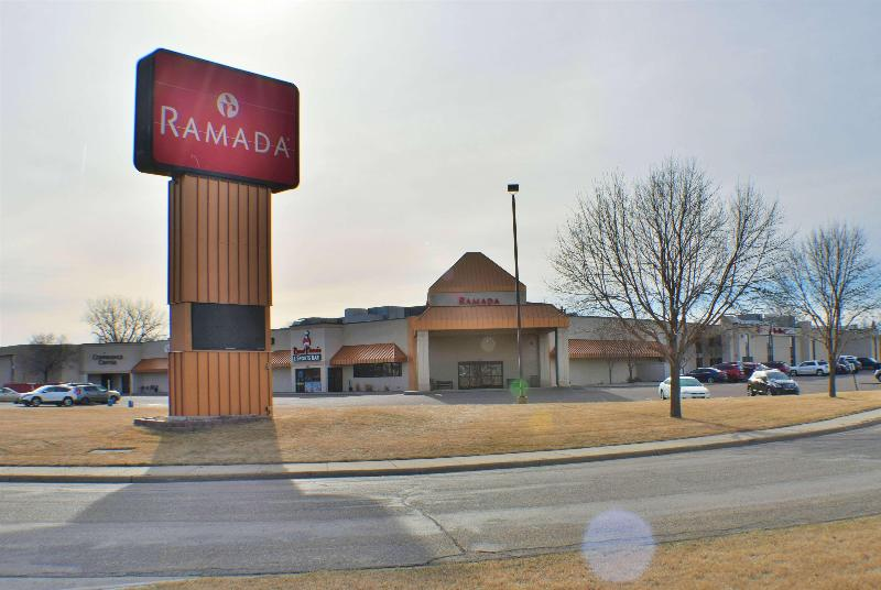 General view Ramada By Wyndham Sioux Falls Arpt & Suites