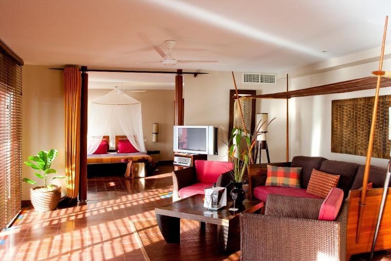 Отель Le Cap Est Lagoon Resort