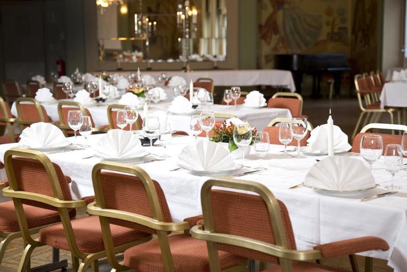 Restaurant First Hotel Grand