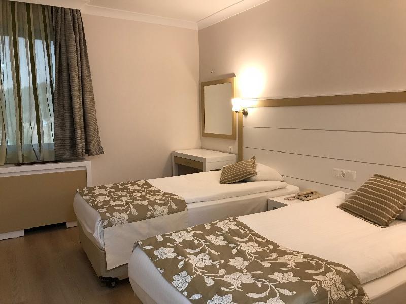 Dafne Hotel - Room - 0