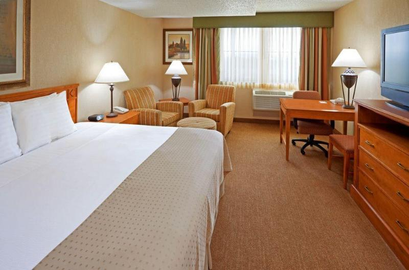 General view Holiday Inn Albany Turf On Wolf Road