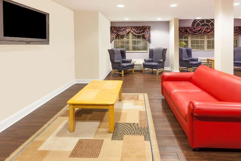 Lobby Microtel Inn & Suites By Wyndham Conyers Atlanta