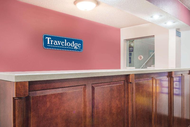 Lobby Travelodge By Wyndham Terre Haute