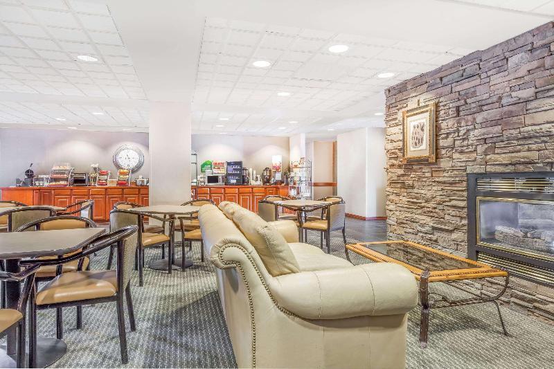 Lobby Wingate By Wyndham Helena Airport