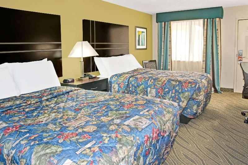 Room Howard Johnson By Wyndham Houston Downtown