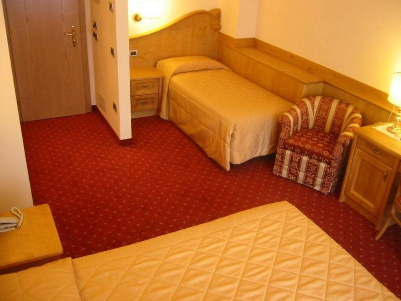 Room Ariston