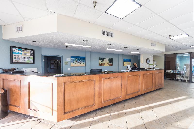 Lobby Breakwater Hotel At The Beach