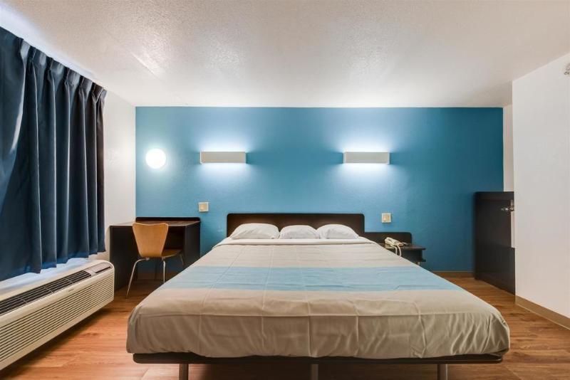 General view Motel 6 Kingston