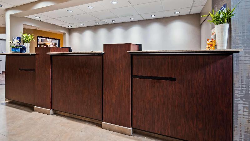 Lobby Best Western Plus Executive & Suites