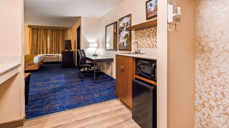 Room Best Western Plus Executive & Suites