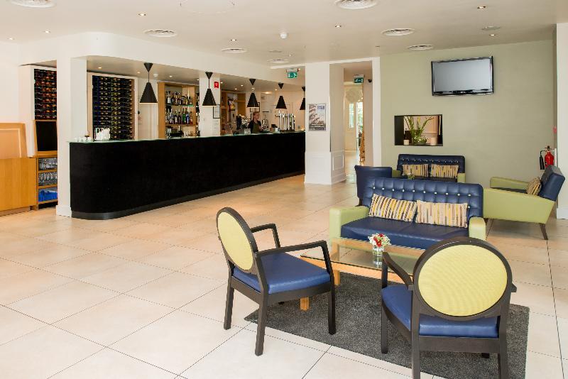 The Stanwell Heathrow - Bar - 11