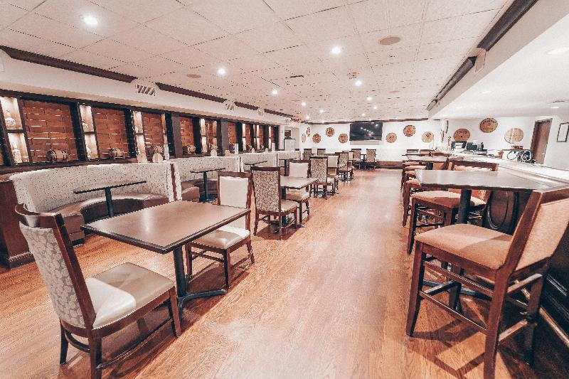 Crowne Plaza Louisville Airport Kentucky Expo Cent - Bar - 15
