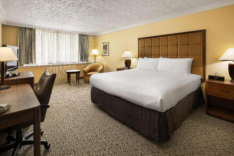 Crowne Plaza Louisville Airport Kentucky Expo Cent - Room - 12