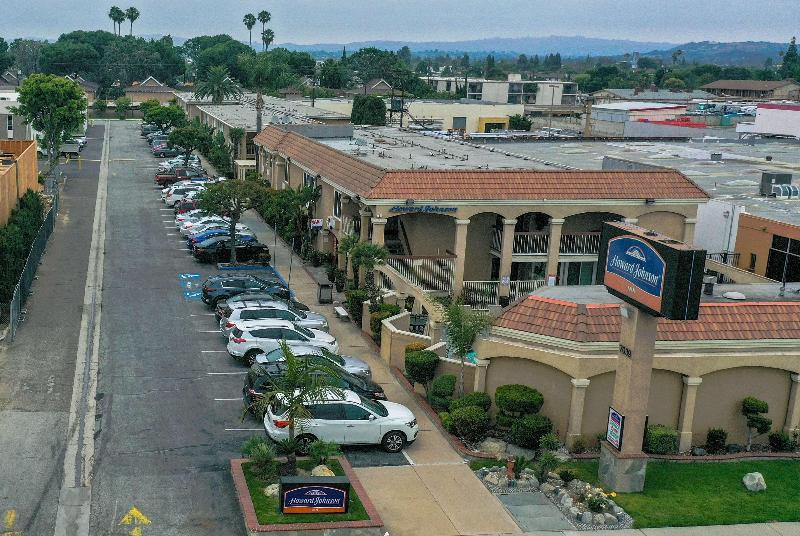 General view Howard Johnson By Wyndham Buena Park
