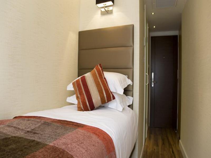 Room Jade