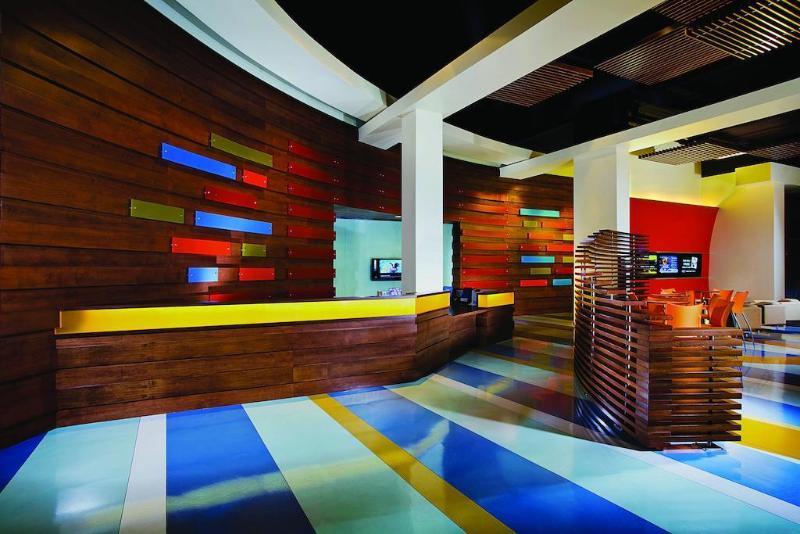 Lobby Renaissance Clubsport Aliso Viejo