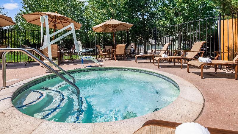 Pool Best Western Rose Quartz Inn