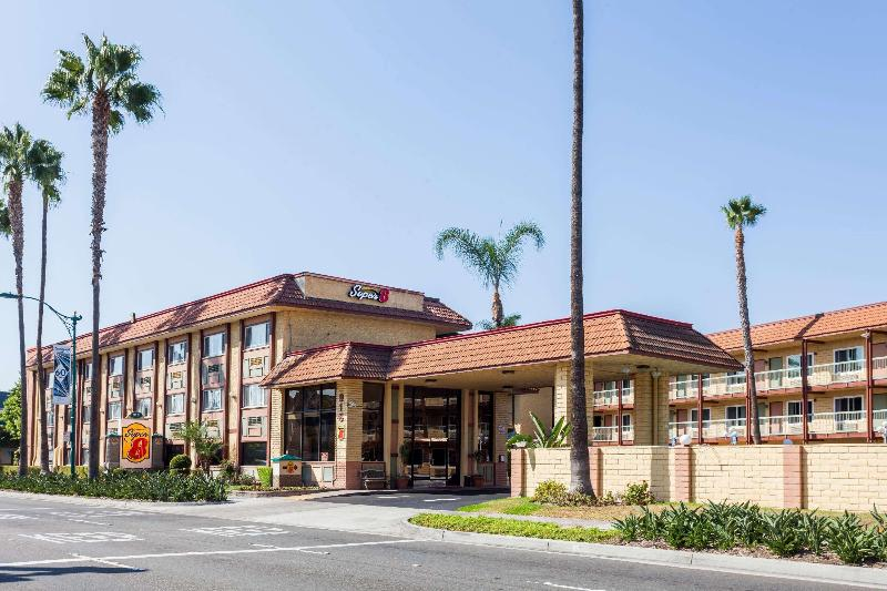 General view Super 8 By Wyndham Anaheim/disneyland Drive