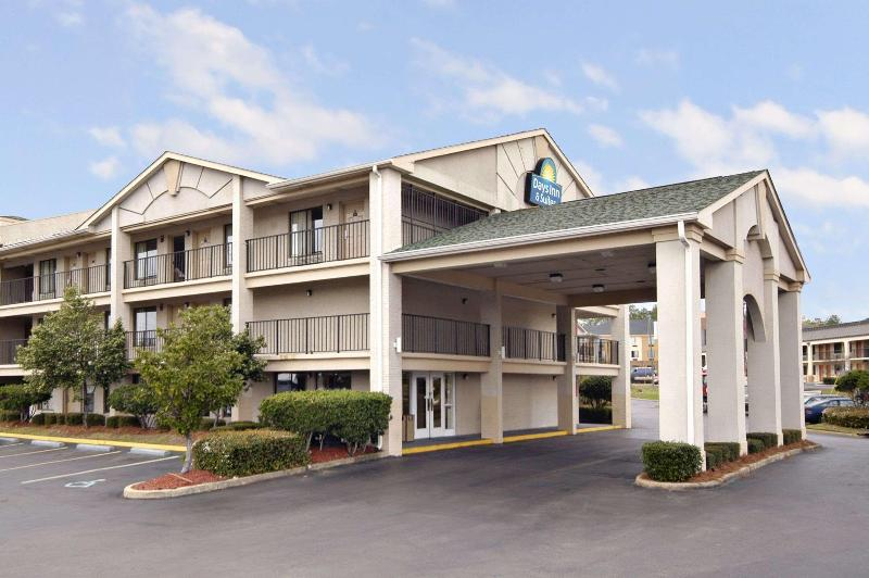 General view Days Inn & Suites By Wyndham Mobile