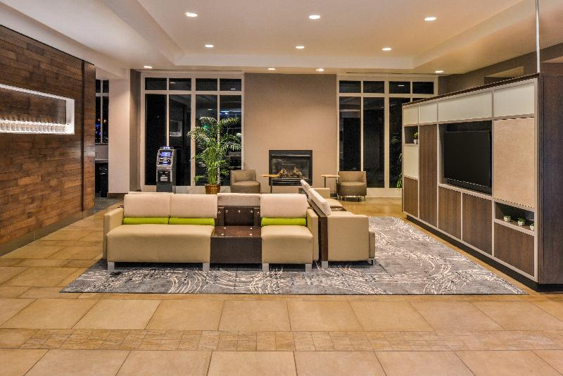 Lobby Holiday Inn Kansas City Airport