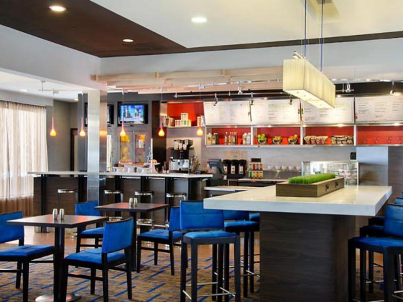 Courtyard by Marriott Kansas City Airport - Bar - 3