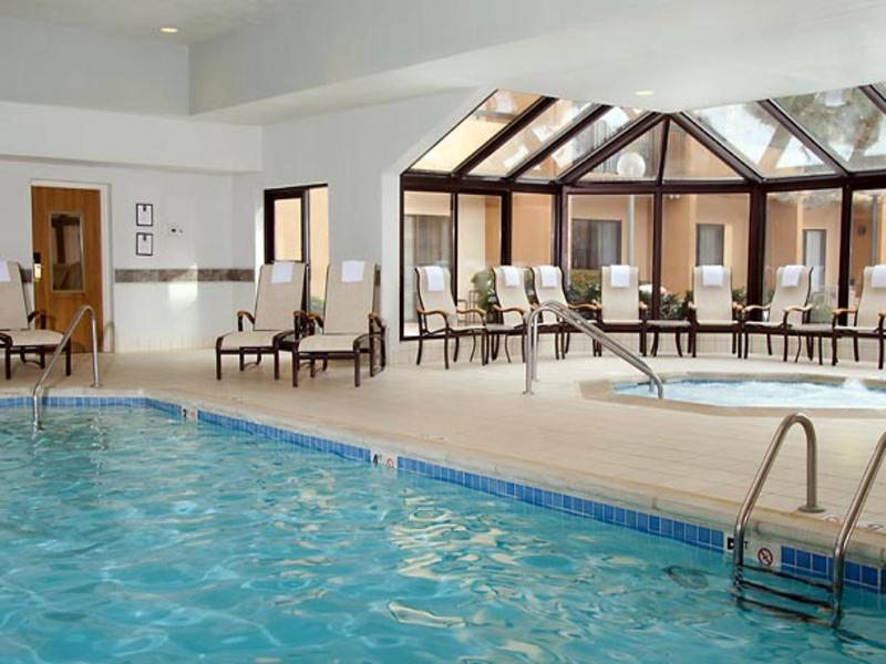 Courtyard by Marriott Kansas City Airport - Pool - 2