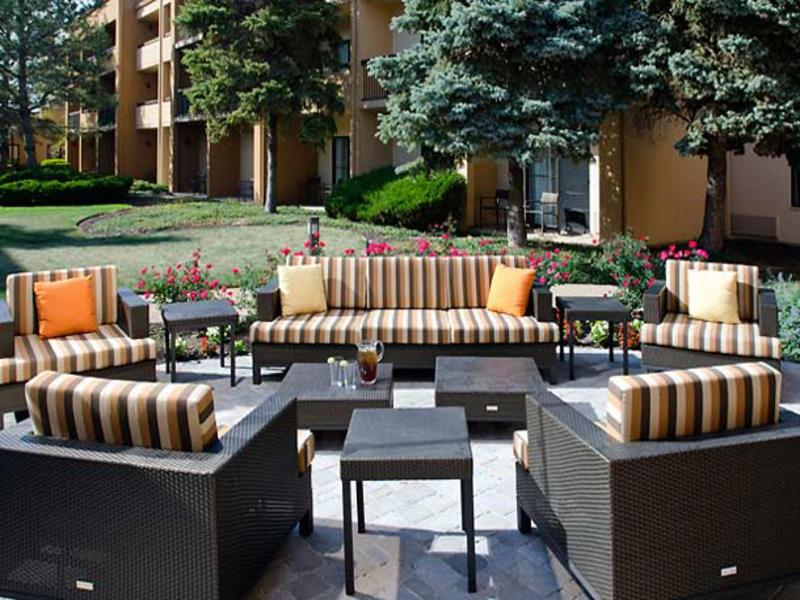 Courtyard by Marriott Kansas City Airport - Terrace - 13