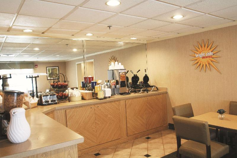 La Quinta Inn & Suites by  Orlando South