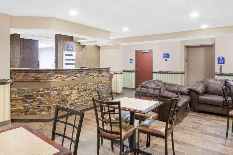 Lobby Microtel Inn & Suites By Wyndham Salisbury