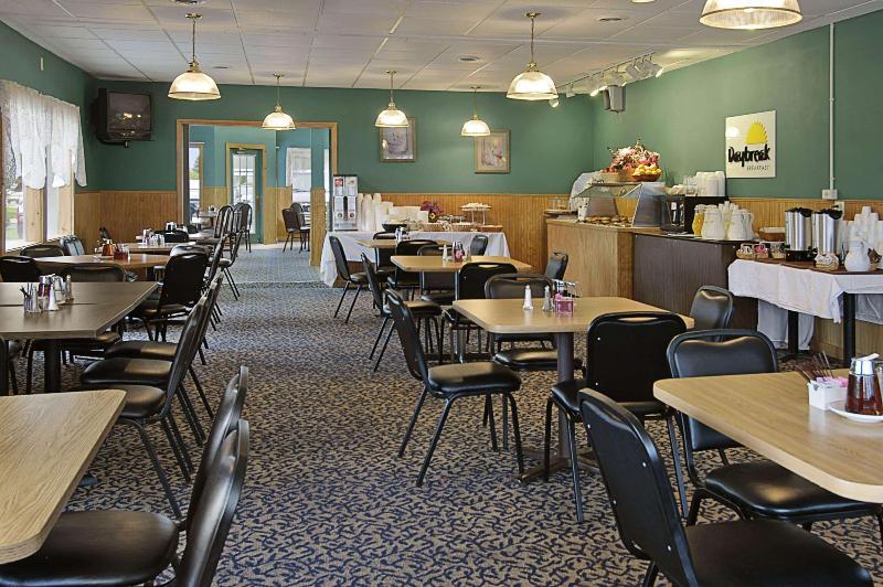 General view Days Inn By Wyndham Mackinaw City - Lakeview