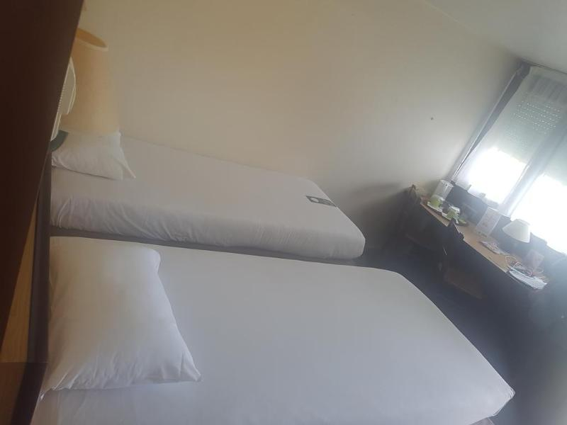 Campanile Montpellier Ouest - Room - 1