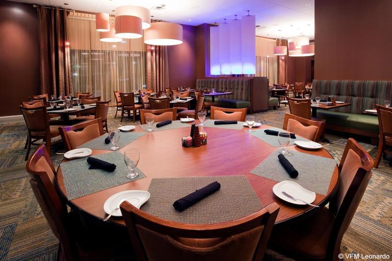 Restaurant Crowne Plaza Milwaukee West