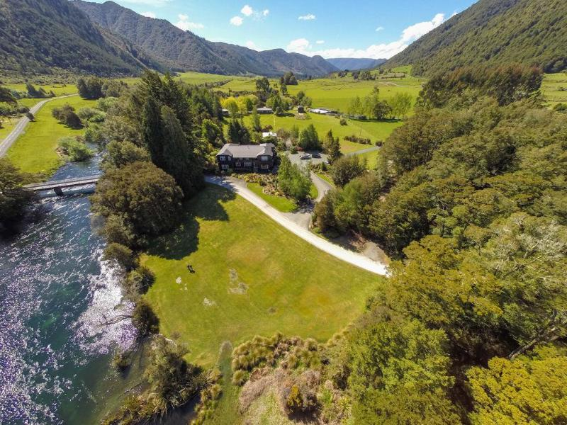 General view Lake Rotoroa Lodge