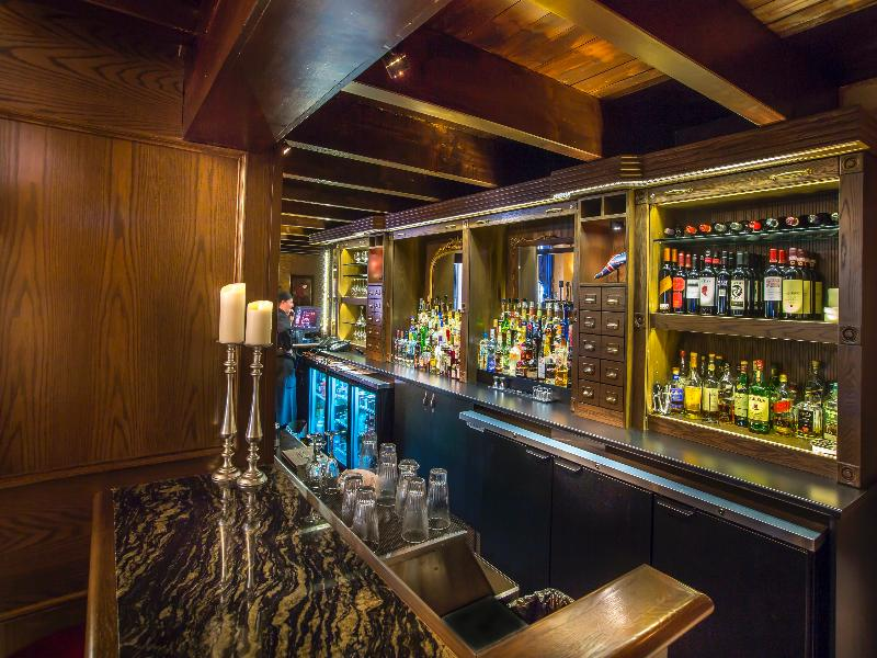 The Lord Nelson Hotel & Suites - Bar - 2