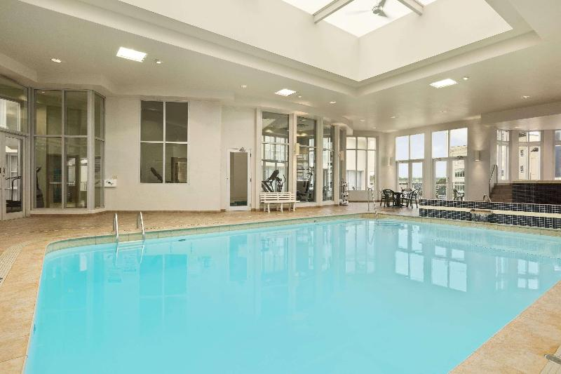 Pool Travelodge By Wyndham Niagara Falls Fallsview