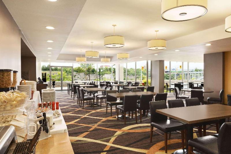 Restaurant Travelodge By Wyndham Niagara Falls Fallsview