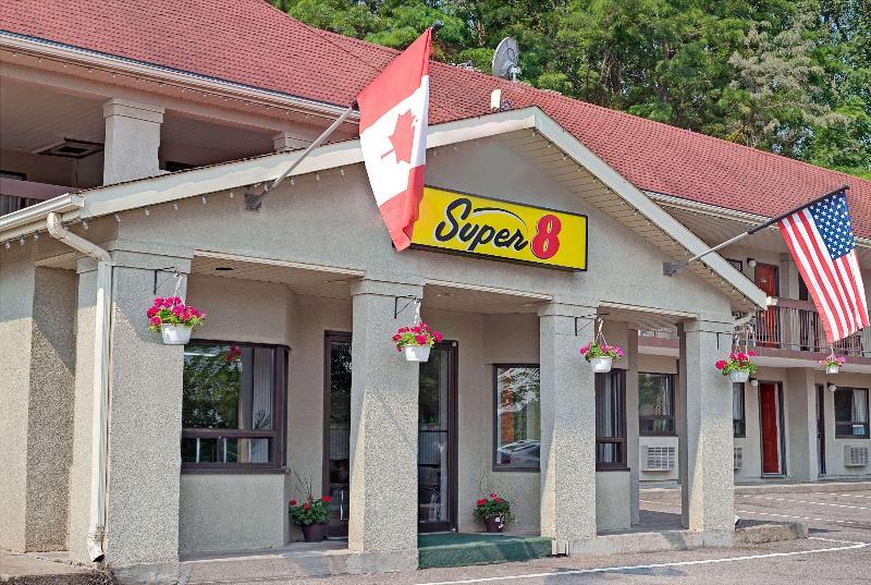 General view Super 8 By Wyndham Niagara Falls North