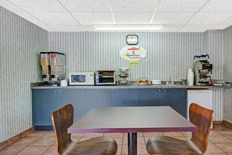 Restaurant Super 8 By Wyndham Niagara Falls North
