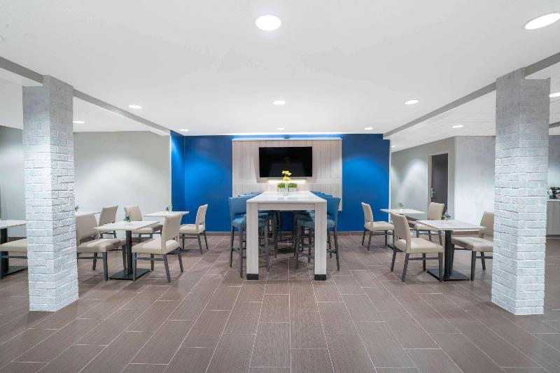 Lobby Microtel Inn & Suites By Wyndham Nashville