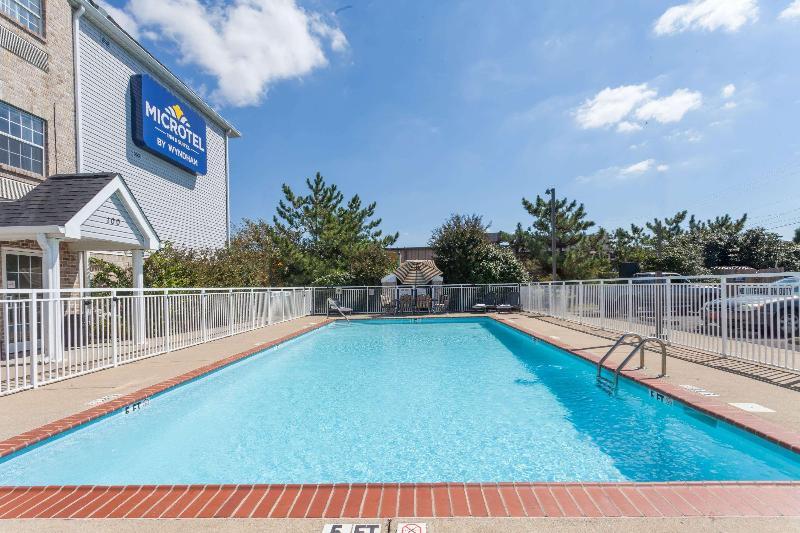 Pool Microtel Inn & Suites By Wyndham Nashville