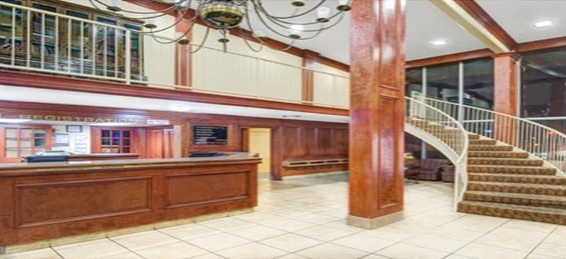 Lobby Super 8 Downtown Airport Area